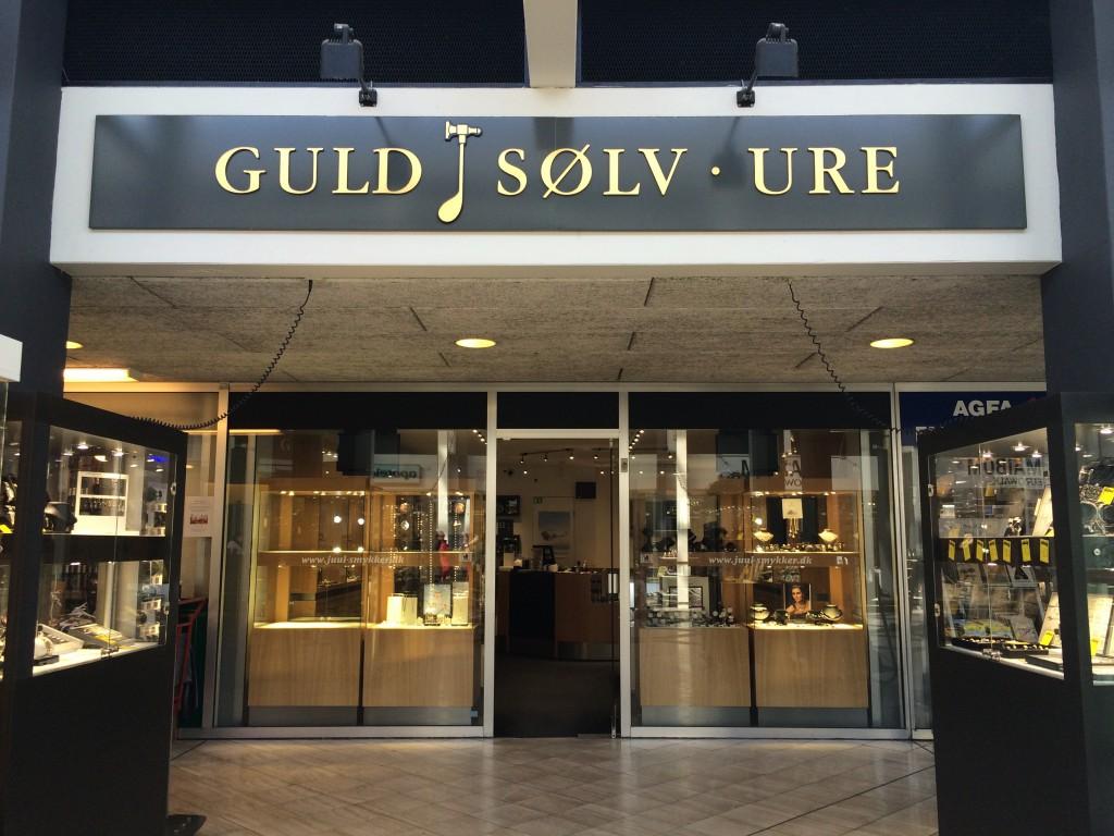 Servicering af smykker og ure Juul Smykker & Ure